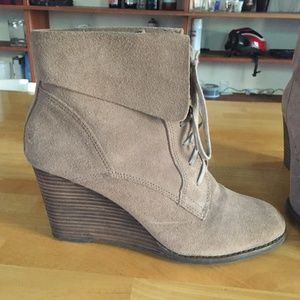Lucky Brand Lace Up Tan Taupe Bootie